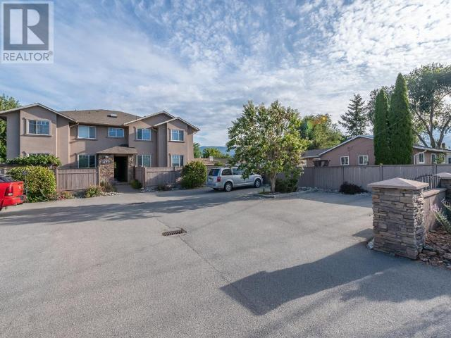 2 - 477 DUNCAN AVE W