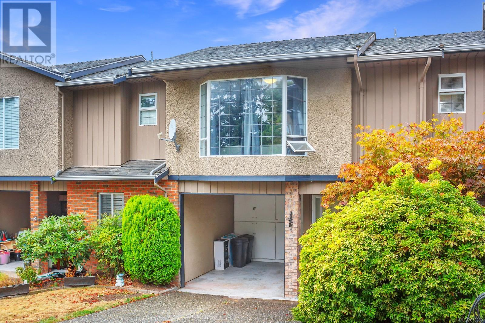 3 3341 Mary Anne Cres